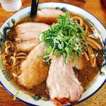 八屋 - 4枚チャーシュー麺 醤油