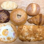 ベーカリー ハチ - 料理写真:今回買ったパン
