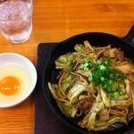 焼そば専門店 突貫亭 - ふと麺・ソース・大(600円)+肉入り(100円)+落とし卵(50円)