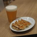 111310156 - 特大焼餃子と生ビール