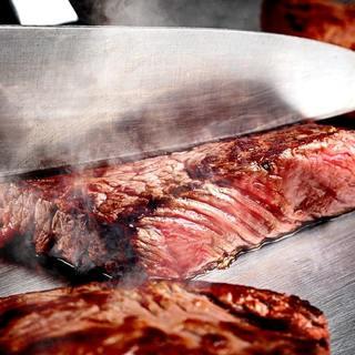 本場の鉄板料理、肉・海鮮・野菜をそろえお待ちしております