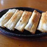 魯園菜館 - 鉄鍋棒餃子(名前は不正確)