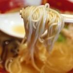 ららららーめん - 麺は博多風のコシのある細麺。