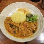 SPICY CURRY 魯珈 - 溶き卵と豚バラのサンバル風カレー