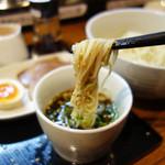 秀ちゃんラーメン - イメージ的には素麺(そうめん)ですが、食感はコシがあってもっちりしてます。