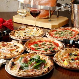 ピザ職人が石窯で焼き上げる本格ナポリピッツァ