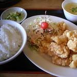 北京飯店 - エビ天定食(750円) 玉子スープも付いてます。