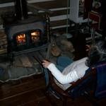 ダッド&マム - ロッキングチェアーと暖炉