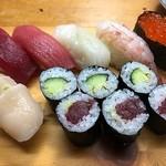 新富寿司 - 料理写真:握り(中)