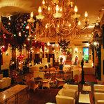 Christon Cafe - ゴージャスな天高空間