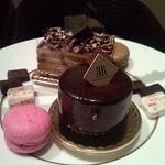 サロン・ド・テ・ベルナルド - レギュラーサイズのケーキ