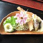 かたせ手打そば - つばくろせいろ(1300円)の天ぷら
