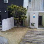 カフェ・ミサキ - 玄関前