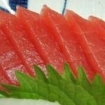 魚一心 - マグロ刺し、500円ぐらいです。