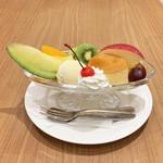 レストランローズ - プリンアラモード(税込972円)