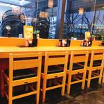 杵屋麦丸 - カウンターの他テーブル席もあります