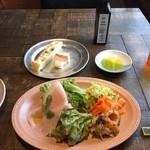 111388889 - ランチ前菜                       プロシュート、魚介のマリネ、人参のラペ、コールスロー