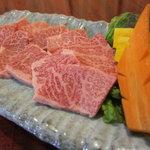 焼肉専門店 義城苑 - 和牛上カルビ 980円(税抜) 牛肉で最も上質な三角バラ使用!霜降りです!