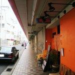 ダイニングキノシタ - 店舗北側の道路は駐車可能
