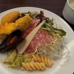 カフェダイニング クリストファーロビン - 前菜の盛り合わせとスープ