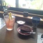 カフェ月星 - 食後のデザートとドリンク。プリンはお気に入りです。