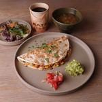 Modern Mexican MAYAluz - ケサディーヤランチセット