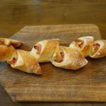 111396704 - ベーコンエピ(259円):パン祭りの定番中の定番でしょう♪