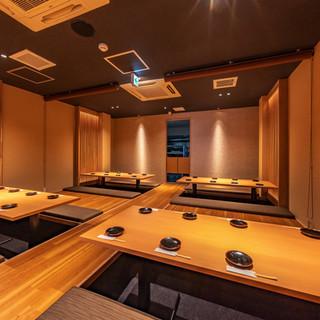 1階の半個室を仕切りを取って貸切使用に。席の感覚が大きいので気楽に楽しめます。
