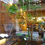 森八 ひがし三番丁店 - 中庭