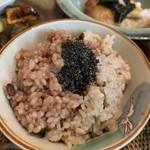 玄米食の店 のら - 料理写真:右半分が酵素玄米 左半分が13穀と大豆入り玄米