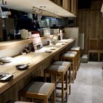 個室 霜降り肉寿司食べ放題 タテガミ - 木の温もりのある和モダンな空間