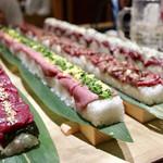 koshitsushimofurinikuzushitabehoudaitategami - 名物メニュー60cmのロングユッケ寿司