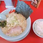 山岡家山形西田店 - 醤油ラーメン 650円 薬味ねぎ クーポン無料 半ライス 120円