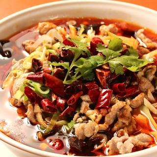 四川料理の大定番!辛味の中にうまさが際立つ水煮牛肉