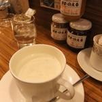 ぱぱ・のえる - ウインナコーヒーが美味しい(330円)
