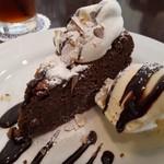 プラスワンカフェガーデン - チョコレートケーキ バニラアイス付き