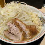 ラーメン豚山 - 小ラーメン780円、コールは「ニンニク、ヤサイ、アレ」