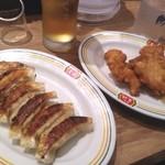111439619 - ひとくち餃子と鶏の唐揚でチョイ呑み♪