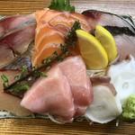 111439976 - 6種だけど鮮魚3種盛り
