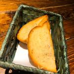 南欧風味堂 桝屋 - ガーリックトースト  ¥380+税 これが 美味しかった♡