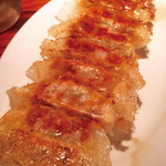 nishijingochoumegyouzayataiyaoman - 黒豚餃子!もう少し餡に食感を残して欲しい!