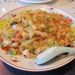 華風 福寿飯店  - 名物のアンカケ福寿皿うどん800円。肉・海鮮・野菜がたっぷりの濃厚中華スープ餡がかかった炒麺です。