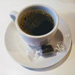 111464411 - ホットコーヒーとチョコ!食後のランチサービス。辛い物の後に甘いものは嬉しい!