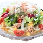 ツナとコーンの野菜サラダうどん