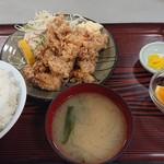 JRA美浦トレーニングセンター 厩務員食堂 - 料理写真:唐揚げ定食ご飯大盛り