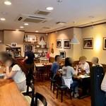蕎麦倶楽部 佐々木 - ここは喫茶店か?の雰囲気 壁にオペラやらせいじおざわのお写真の数々
