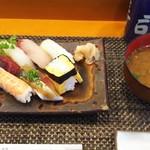 玄海鮨 - 梅 にぎり 800円  貝汁付きます