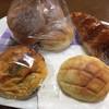 和みのぱんやさん 小麦畑 - 料理写真:左上から豆乳ロール200円、チョコクリームDXコロネ180円、カレーパン180円、ミニメロンパン100円