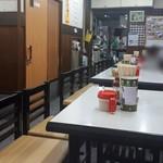 111482246 - 家庭的な食堂のようなお店。厨房は奥にあります。