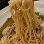 布施丿貫 - 「黒鮑肝の和え玉(冷)」の麺のアップ